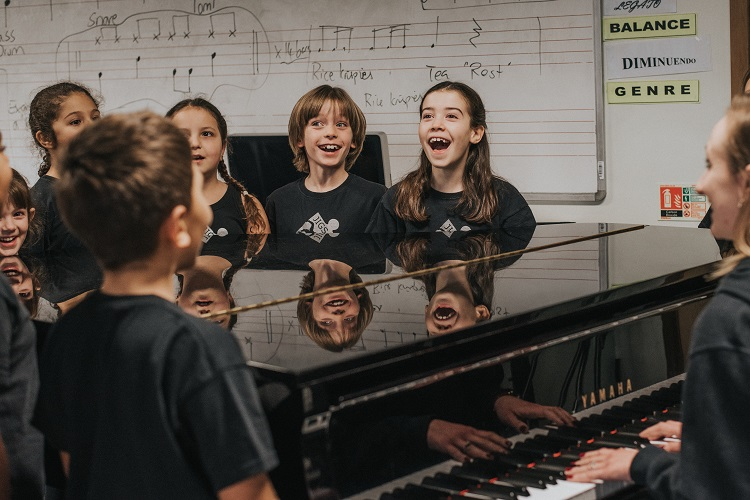 Jigsaw Performing Arts Schools Singing classes 7-18 year olds